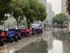 听说杭州9月到次年1月会下一次雨,持续半年