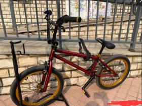 卖掉了第三辆BMX,感觉自己像是个贩卖自行车的人